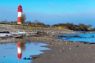 Leuchtturm mit Strand