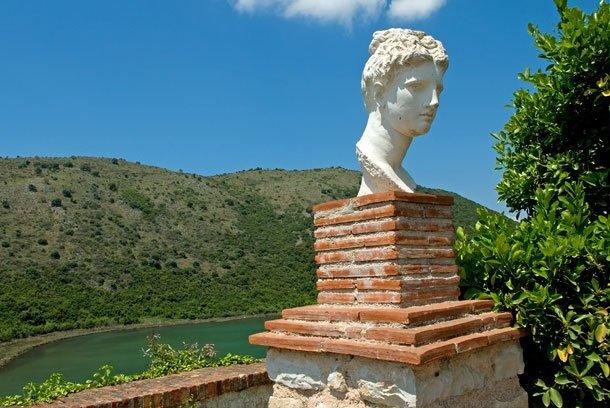 Steinbüste eines griechischen Gottes