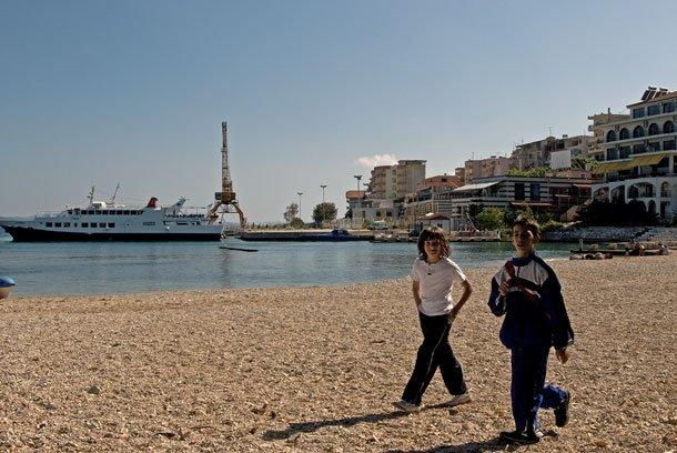 Am Strand von Sarandër